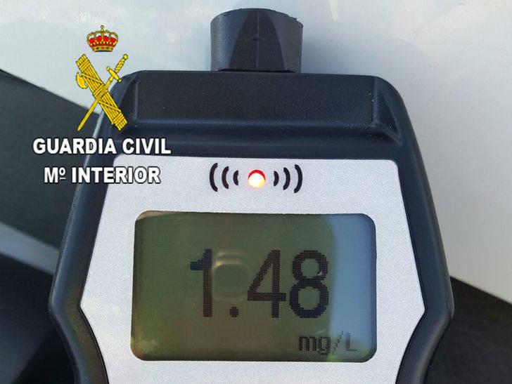 La Guardia Civil detiene en Alovera a un camionero que superó 9 veces el límite de alcoholemia
