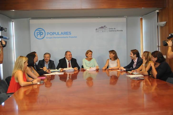 Cospedal vuelve a hacer un llamamiento a la responsabilidad del PSOE para que deje gobernar a quien ha ganado las elecciones