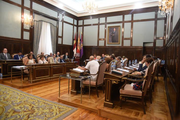 La Diputación pide a la Junta la adquisición de un nuevo equipo de resonancia magnética para el Hospital