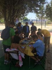 Los participantes del campamento urbano municipal aprenden las claves de reciclar bien
