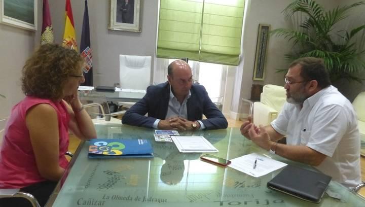 El presidente de la Diputación se reúne con la Asociación de Familias Numerosas