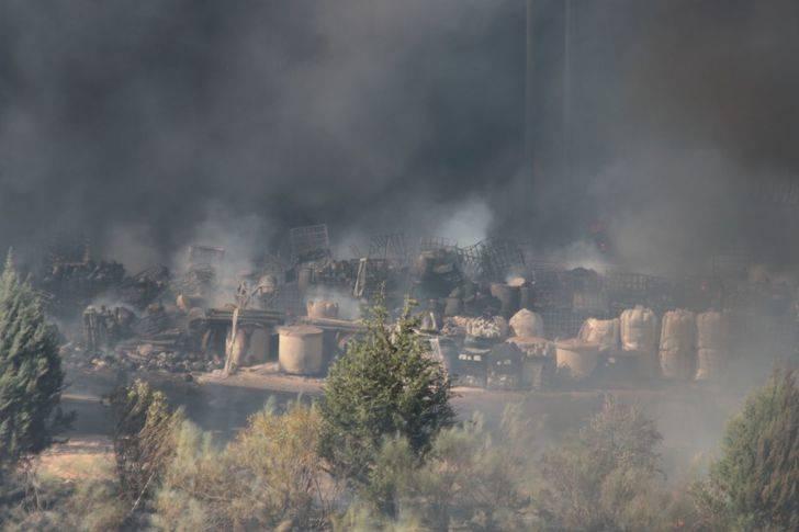 Más de 60 personas trabajan durante la noche en el incendio de Chiloeches
