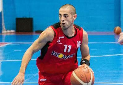El capitán Álvaro Rojas, renueva un año más con el Isover Basket Azuqueca