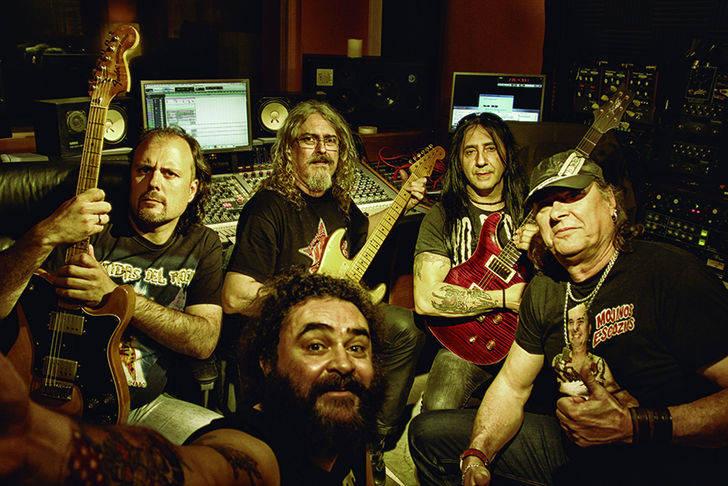 El rock trasgresor y divertido de 'Mojinos Eszocíos' hará vibrar este viernes a los trillanos