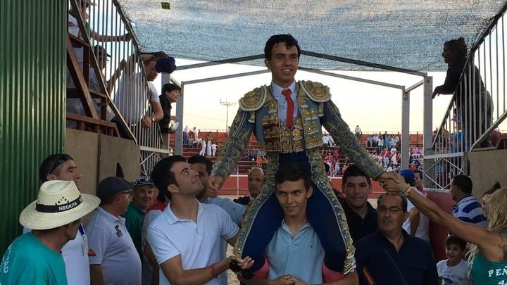 Juan de Castilla sale a hombros en Azuqueca