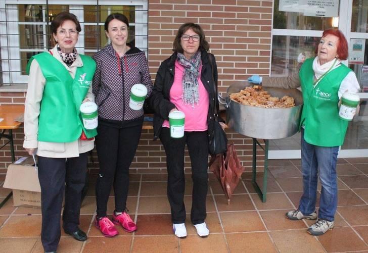 Las Mujeres de Cabanillas colaboran con la AECC en el Día contra el Cáncer de Mama