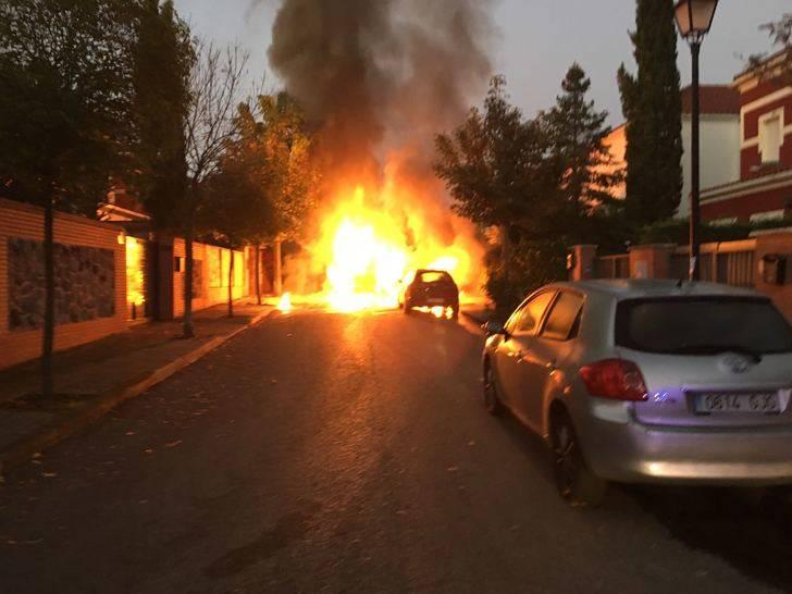 Arde una barredora de la empresa de la limpieza de Cabanillas del Campo en el barrio del Mirador