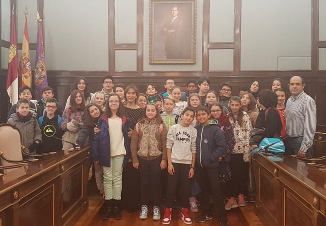 """Alumnos del Colegio """"La Paz"""" de Azuqueca visitan el Palacio Provincial"""