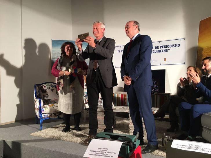 Latre entrega a Fidel Raso el Premio de Periodismo Cátedra Manu Leguineche