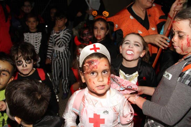 Los niños de Quer lo pasan de miedo con la yincana terrorífica