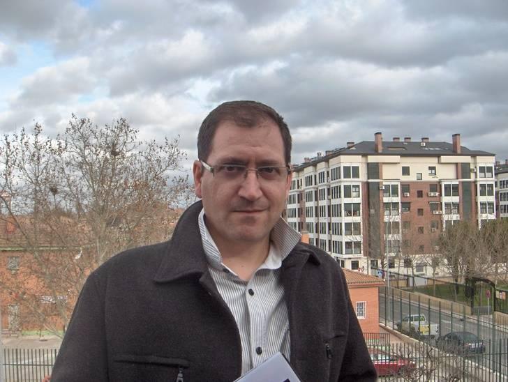 """Javier Molina Palomino, ganador del premio de narrativa """"Camilo José Cela"""" 2016 de la Diputación de Guadalajara"""