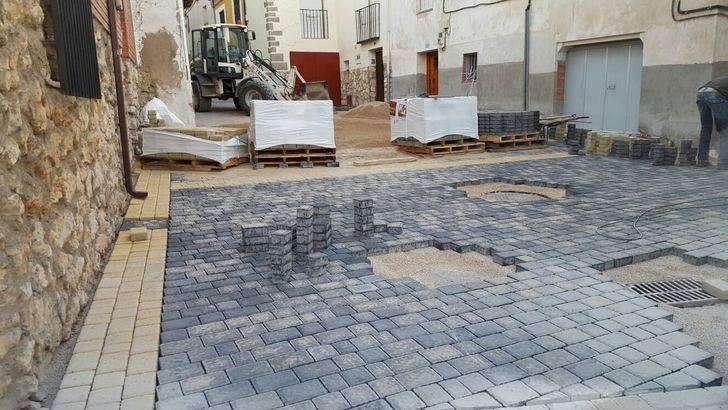 El Ayuntamiento de Pareja adoquina las calles de San Juan, del Coso y la Travesía del Coso