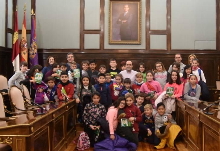"""Escolares del Colegio """"Virgen de la Paz"""" de Azuqueca visitan el Palacio Provincial"""