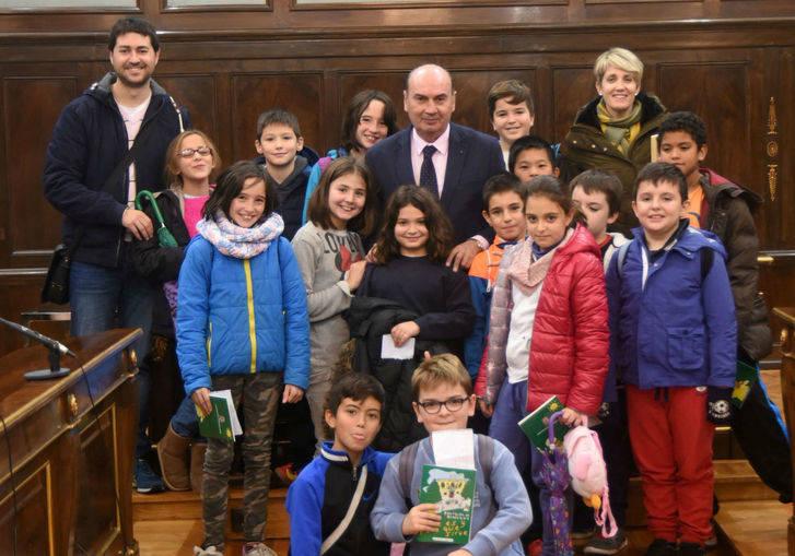 """Escolares del colegio """"Virgen de las Candelas"""" de Torrejón del Rey visitan el Palacio Provincial"""
