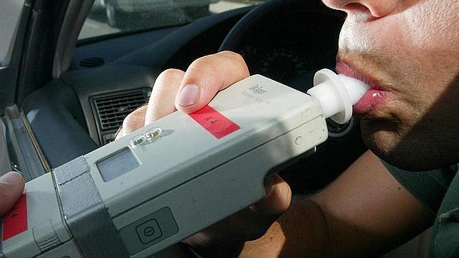 Detienen a cinco personas por conducir con alguna copa de más