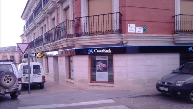 Matan de un disparo de escopeta al director de un banco en La Solana
