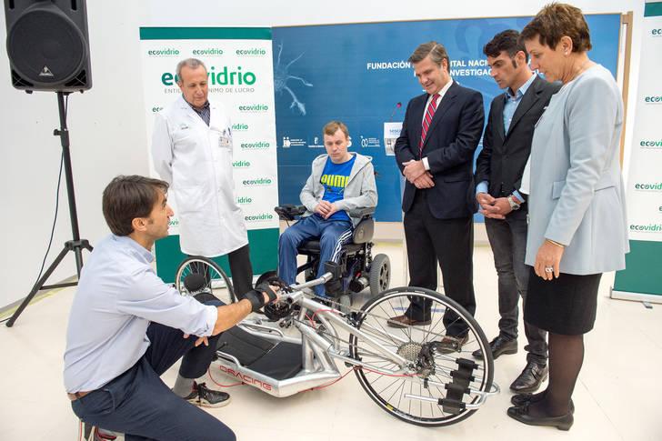 El Hospital Nacional de Parapléjicos cuenta con una nueva bicicleta de manos para los pacientes