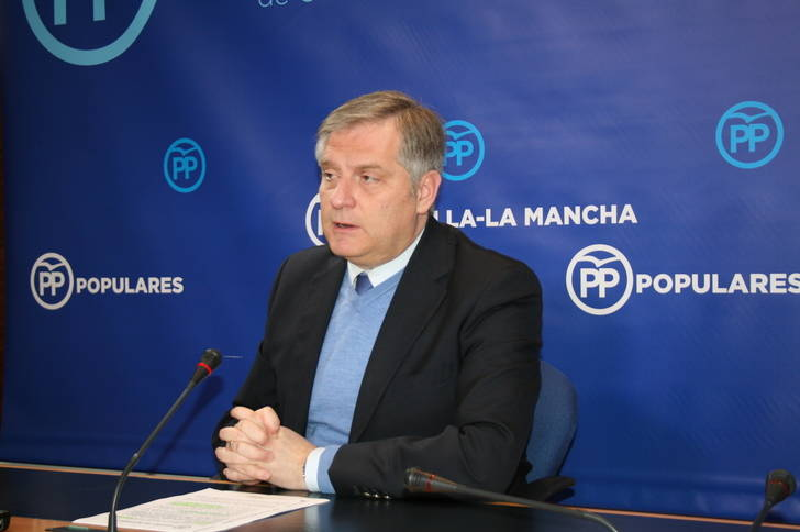 Cañizares recuerda que Cospedal abrió y pagó 13 centros de salud y 13 quirófanos, a pesar de que Page quería cerrar hospitales cuando Zapatero tenía intervenida la región