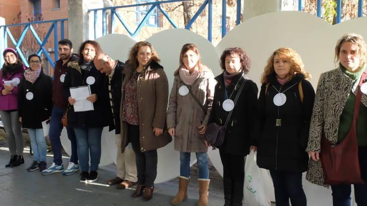 """Unos vistosos """"puntos blancos"""" invitan a los ciudadanos a dejar sus mensajes solidarios en el Día del Voluntariado"""