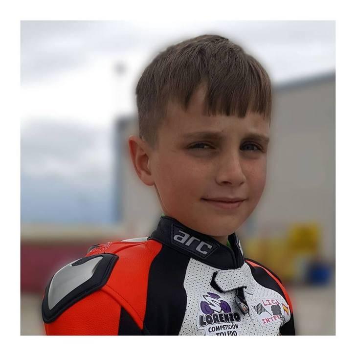Un niño de Cabanillas brilla como piloto de motos a nivel nacional