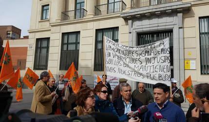 """Agricultores de Guadalajara se manifiestan ante Hacienda por el """"catastrazo agrario"""""""