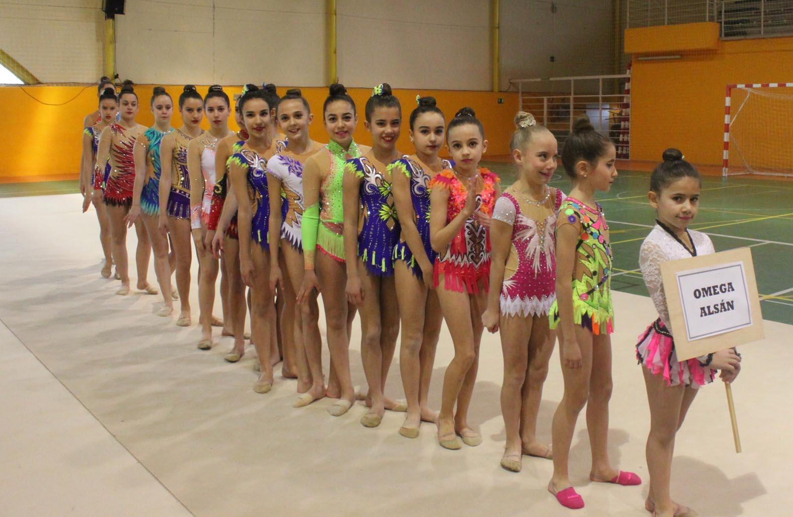 Un total de 55 gimnastas y casi 250 espectadores se dieron cita en la  mañana del domingo en el Polideportivo Municipal San Blas f8441ebd7b94