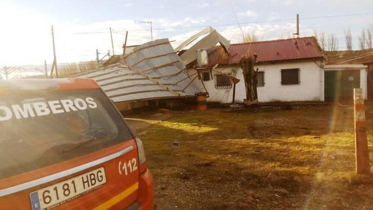Cae un tejado de uralita sobre una vivienda en Espinosa de Henares sin dañar a sus tres ocupantes
