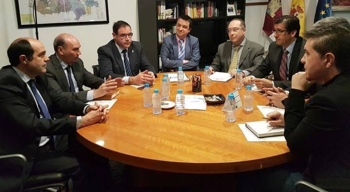 Latre resalta la importante inversión económica que va a destinar la Diputación en arreglar los caminos rurales