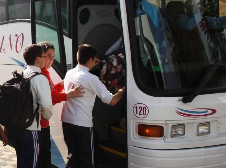Una cuidadora olvida durante 5 horas a una niña de 4 años en el autobús escolar en Guadalajara