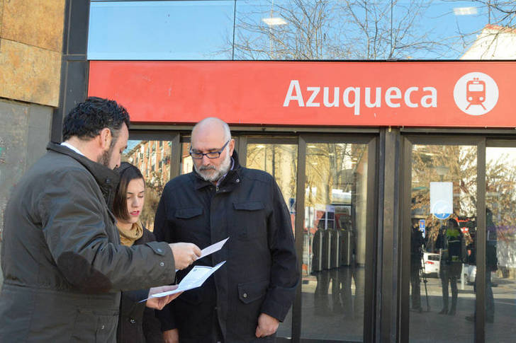 El alcalde, junto a los concejales de Juventud y Urbanismo y Desarrollo Sostenible, Juan Pablo Román y Carmen Luque, respectivamente