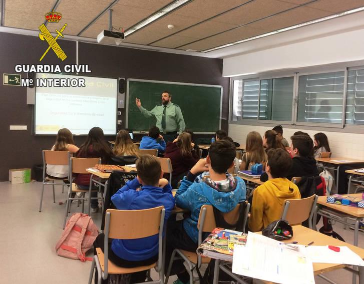 La Guardia Civil ha impartido 228 conferencias en centros de enseñanza de la provincia de Guadalajara durante el segundo trimestre escolar