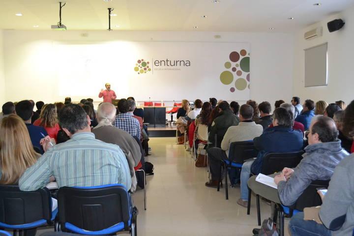El Geoparque de la Comarca de Molina-Alto Tajo presenta su modelo de gestión en Granada