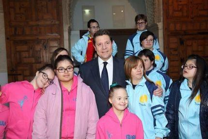 Artículo del presidente de Castilla La Mancha : Un cambio de mirada hacia las personas con Síndrome de Down