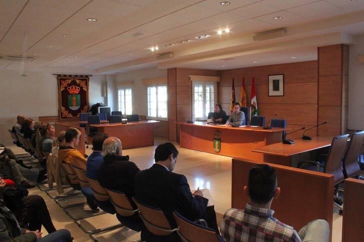 """Salinas garantiza a los vecinos del Campo de Golf que el Ayuntamiento será """"absolutamente escrupuloso"""" en la tramitación de una licencia industrial para la zona"""