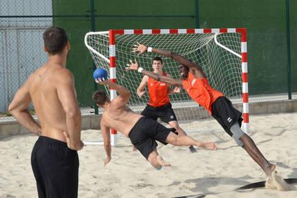 Azuqueca acoge una nueva concentración del Equipo Nacional Absoluto Masculino de Balonmano Playa