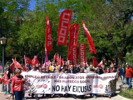 """Más de 1.800 manifestantes en Guadalajara exigen este 1º de Mayo a los gobiernos y a la patronal """"responsabilidad para rescatar a las personas"""""""