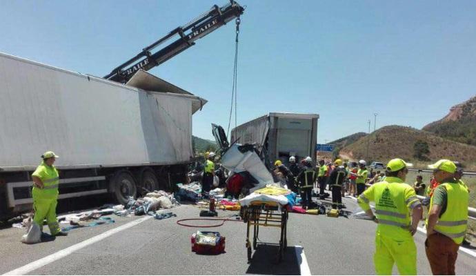 Queda restablecido el tráfico tras el choque de dos camiones en la A-2 en Guadalajara