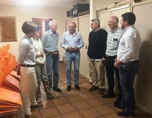 Latre visita Negredo para comprobar el resultado de las obras acometidas en el Ayuntamiento