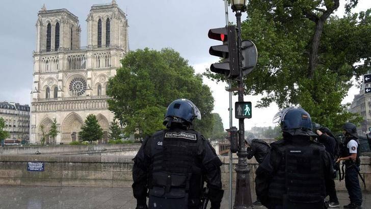 Noventa y dos jubilados de Guadalajara, encerrados en Nôtre Dame de París por el ataque