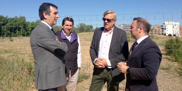 Román cumple su promesa electoral : Comienzan las obras de los cuatro nuevos campos de fútbol de la Fuente de la Niña