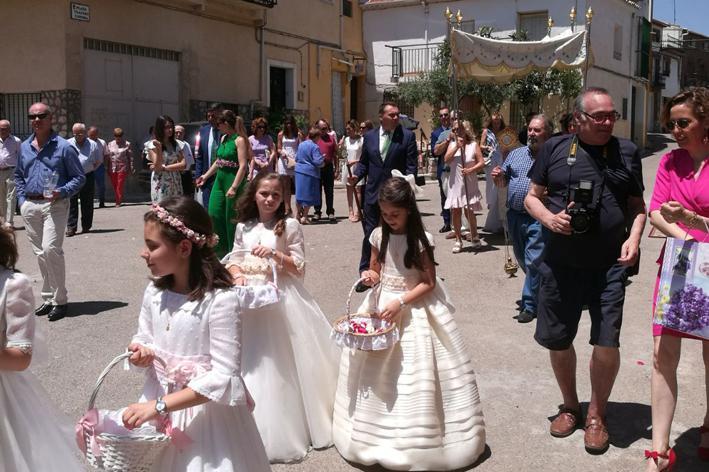 Los yebranos volvieron a volcarse en la celebración del Corpus Christi