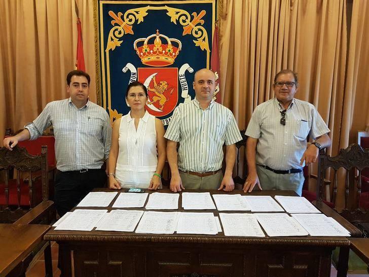 El ayuntamiento de Huete presenta 3.000 firmas para dar solución a los vecinos que enfermen por la noche