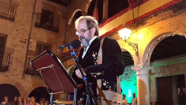El botero y tamborilero Carlos Blasco pregonó anoche las Fiestas de San Roque de Sigüenza