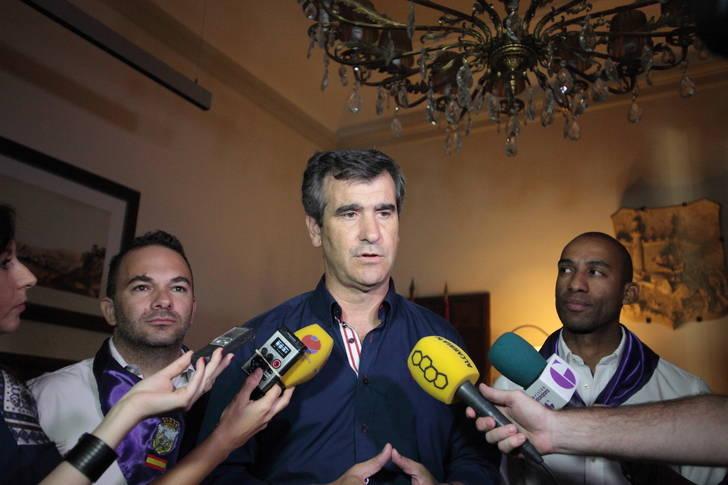 Román se deshace en elogios hacia los equipos de extinción del incendio de Guadalajara