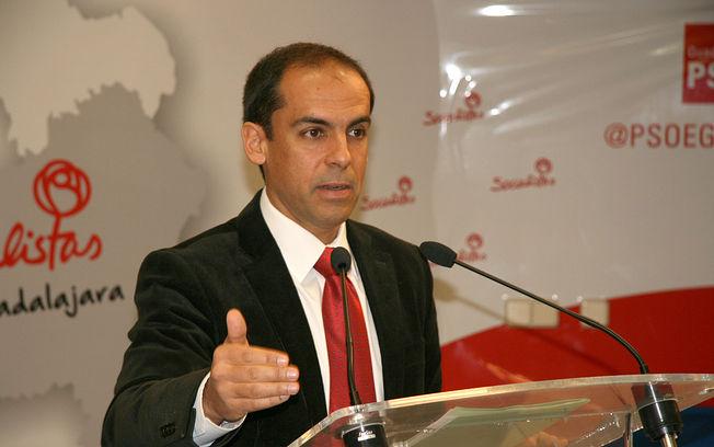 El PSOE acusa a Román de dar un contrato para trabajos ya realizados