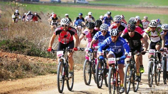 Jóvenes recorren en bici a zonas despobladas de Guadalajara, Madrid y Soria