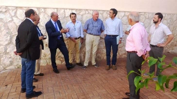 Latre visita el Complejo Príncipe Felipe y el Polideportivo San José