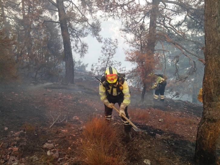 El dispositivo de extinción de incendios forestales ha conseguido cerrar el Balcón de Pilatos en Yeste