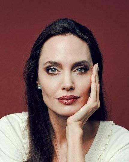 Angelina Jolie supera a la Mata Hari en la vida real