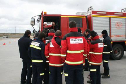 Un incendio en un garaje obliga a cortar la avenida de Barcelona en Guadalajara